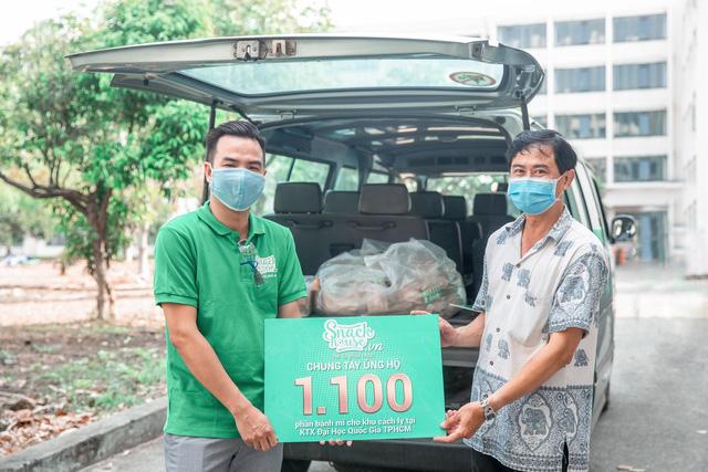 Ấm lòng mùa Covid-19: 1100 ổ bánh mì đã đến với khu cách ly KTX Đại học Quốc Gia TP.HCM - Ảnh 4.